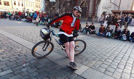 Cyklista na Staroměstském náměstí, ilustrační foto