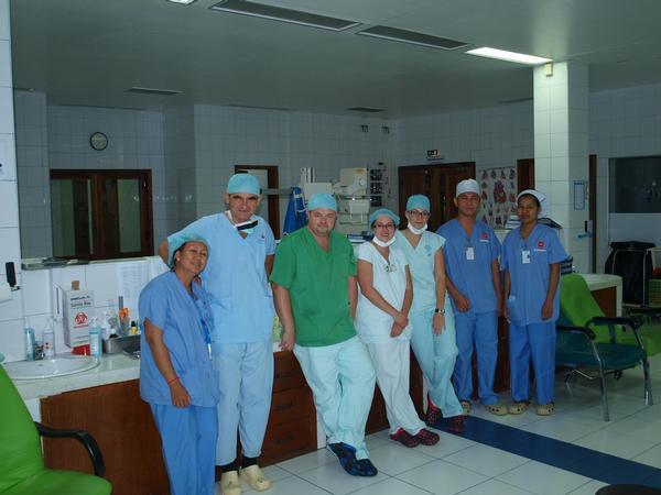 lékaři Dětského kardiocentra FN Motol, Kambodža