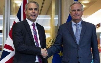 Vyjednavači Stephen Barclay a Michel Barnier