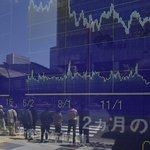 Na ztrátách se nejvíce podílely banky kvůli výhledu poklesu zisku některých velkých bank v Japonsku a zprávě o stagnaci poskytování úvěrů v Číně.