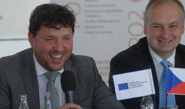 Náměstek ministra průmyslu a obchodu Marian Piecha (vlevo) a vydavatel Ekonomického deníku a moderátor konference Ivo Hartmann