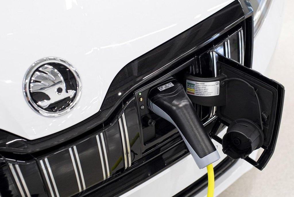 Škoda Auto v závodě v Kvasinách na Rychnovsku zahájila sériovou výrobu modelu Superb iV s plug-in hybridním pohonem
