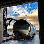 Příprava tubusu testovací dráhy Hyperloop One v Nevadě.