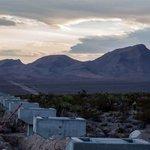 Stavba testovací dráhy Hyperloop One v Nevadě.