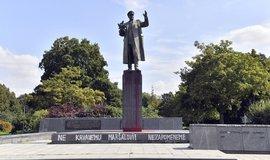 Moskva protestuje proti poškození pomníku Koněva. Žádá potrestání viníků
