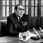 Leonid Brežněv vedl Sovětský svaz osmnáct let. Za jeho vlády došlo k invazi Československa vojsky Varšavské smlouvy.