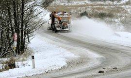 Sníh na silnici - ilustrační foto