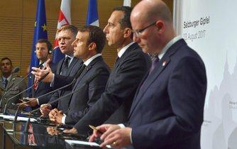 Bohuslav Sobotka, rakouský kancléř Christian Kern, francouzský prezident Emmanuel Macron a slovenský premiér Robert Fico na schůzce v Salcburku
