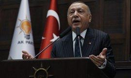 Erdogan hrozí odvetou za případné americké sankce, mohl by uzavřít základnu Incirlik