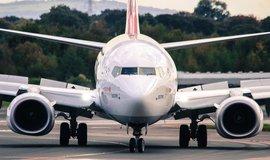 Odstavení letadel 737 MAX srazilo zisk Boeingu o polovinu