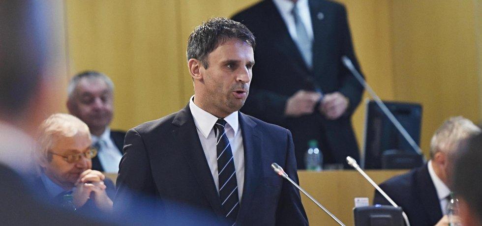 Jiří Zimola (ČSSD) skládá zastupitelský slib. Stane se potřetí hejtmanem Jihočeského kraje