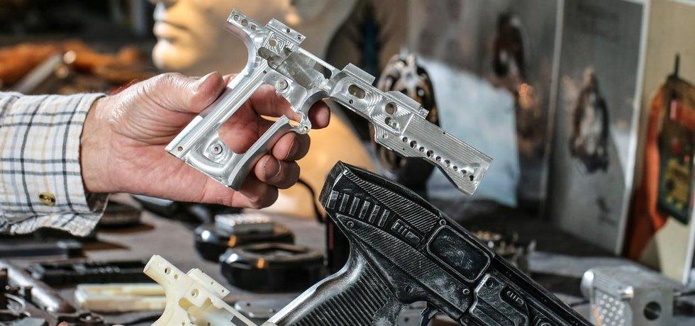 Revolvery z 3D tiskárny. Zbraně kanadské firmy Walter Klassen jsou bezpečné. Ty na obrázku střílejí pouze slepými.