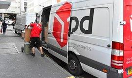 Řidič zásilkové firmy DPD, ilustrační foto