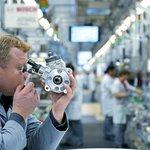 Zaměstnanec továrny Bosch v německém Bambergu.