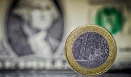 Dolar a euro - ilustrační foto