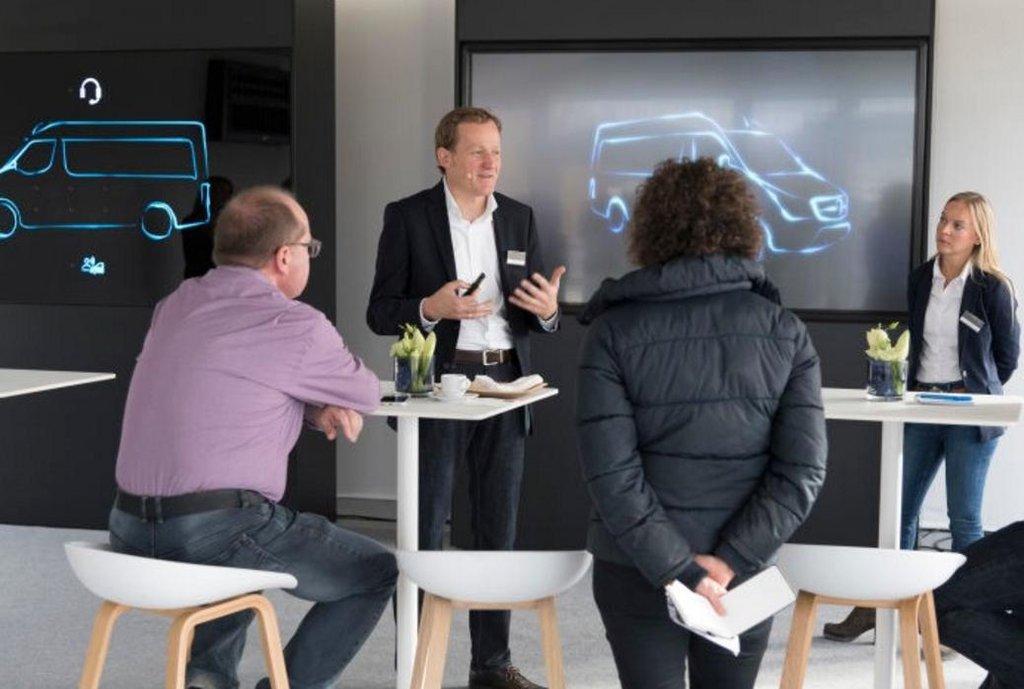 Workshop v Berlíně podporující prodej užitkových elektrovozů koncernu Daimler.