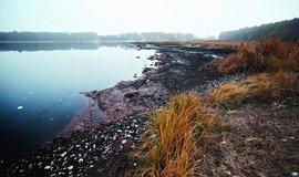 Jezero znečištěné průmyslovým provozem