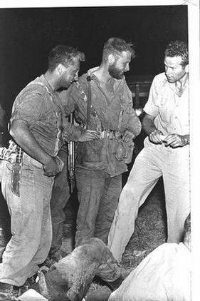 Ariel Šaron (vlevo) v roce 1955, tehdy už jako člen speciálních jednotek