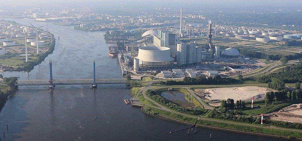 Hamburská uhelná elektrárna Moorburg koncernu Vattenfall (Autor: Alchemist-hp, Wikimedia Commons, CC BY-SA 3.0)