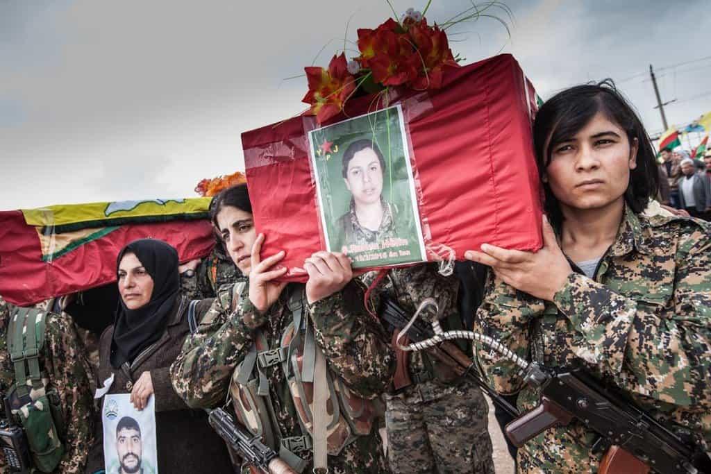Ruken a její poslední cesta na hřbitov v Kobaní