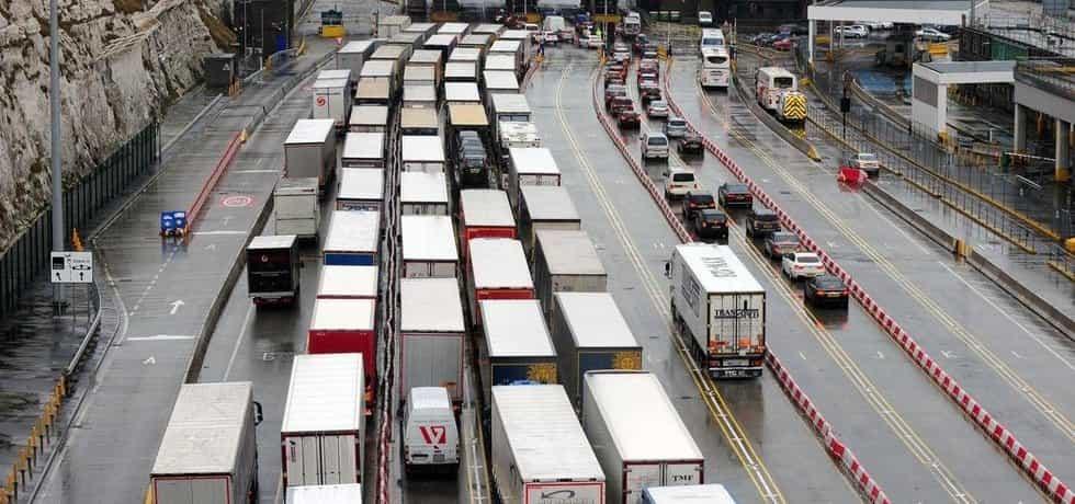 Kamiony v přístavu Dover, ilustrační foto