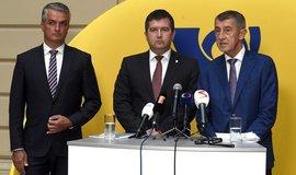 Zleva generální ředitel České pošty Roman Knap, ministr vnitra Jan Hamáček a premiér Andrej Babiš
