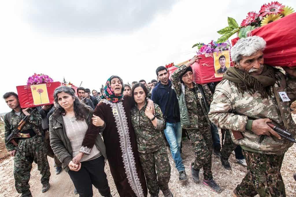 Matka jedné z obětí války v syrském Kurdistánu (tzv. Rojava), kde se vede válka proti Islámskému státu.
