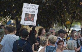 Demonstrace proti Merkelové v Drážďanech