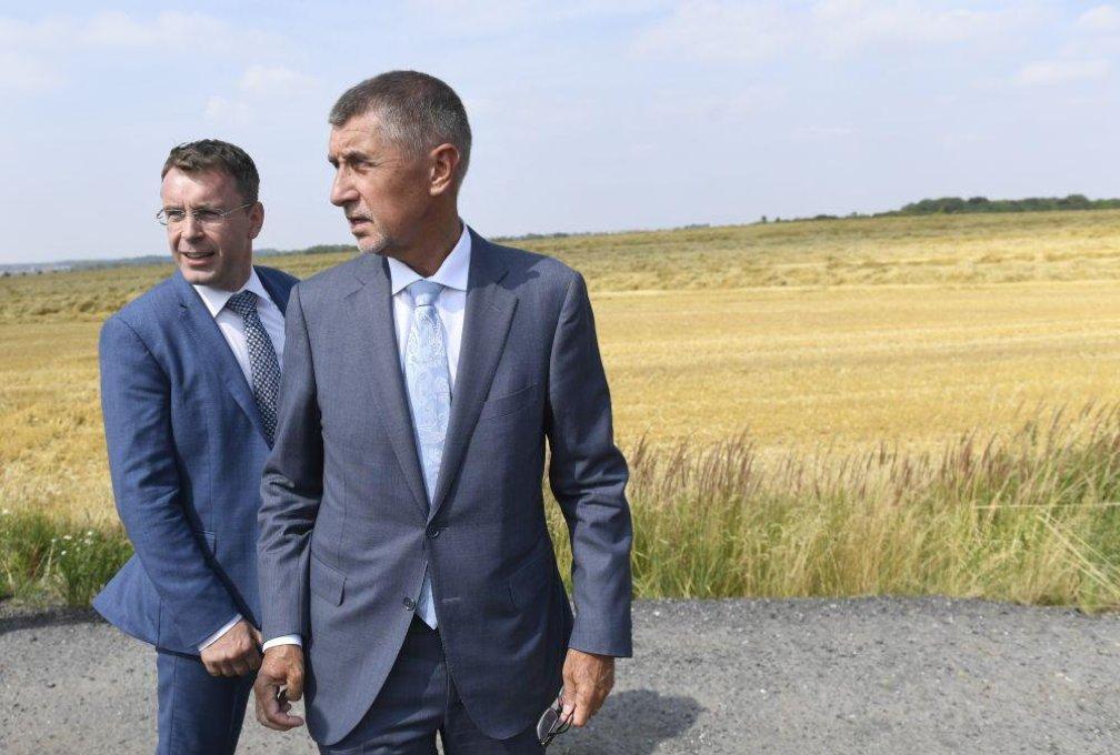 Premiér Andrej Babiš a ministr dopravy Vladimír Kremlík