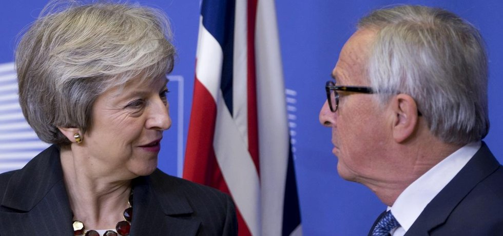 Theresa Mayová a Jean-Claude Juncker