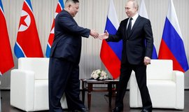 """Vážený soudruhu předsedo. Putin """"velmi obsažně"""" jednal s Kimem"""