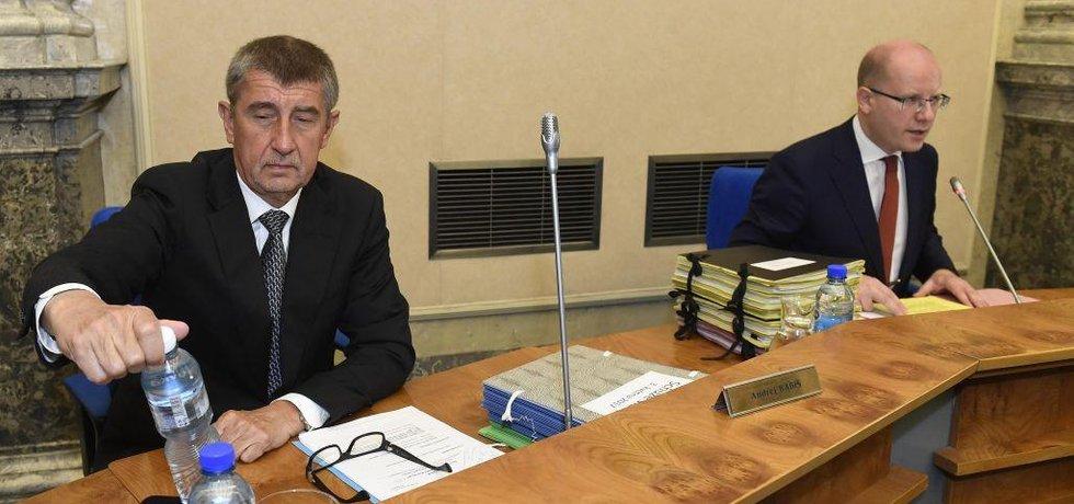 Andrej Babiš a Bohuslav Sobotka na zasedání vlády 3. 5. 2017, den po Sobotkově oznámení, že podá demisi.
