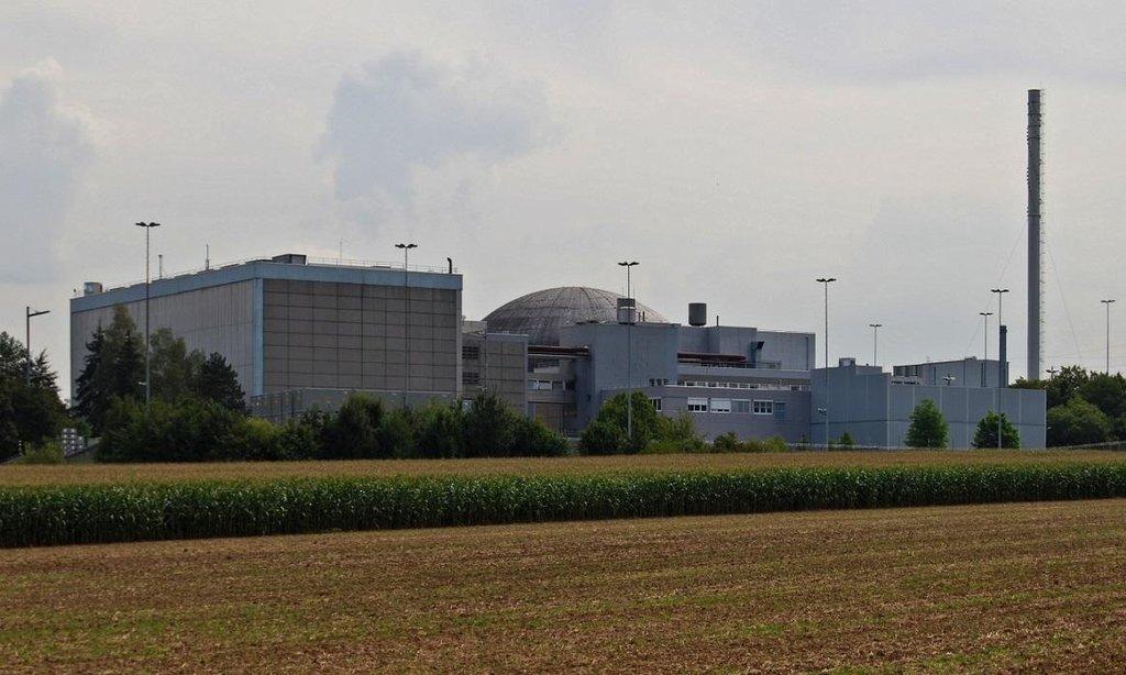Jaderná elektrárna Obrigheim. V provozu byla od roku 1969 do roku 2005.