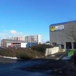 Stanice metra Lužiny a OC Lužiny, u kterého mají kontroverzní polyfunkční domy vyrůst.
