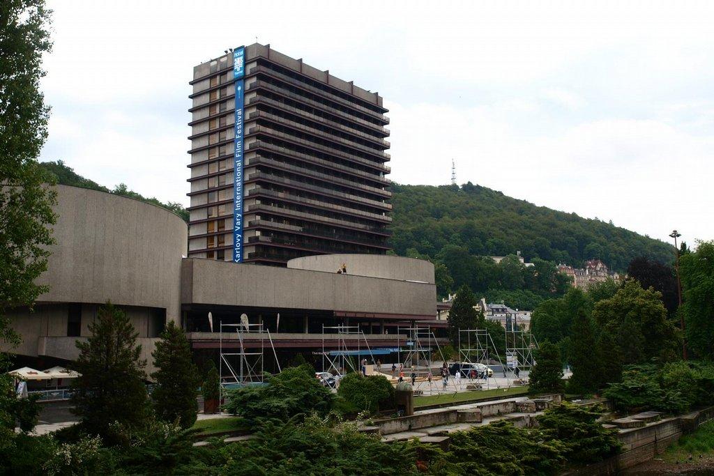 Karlovy Vary se vylidňují