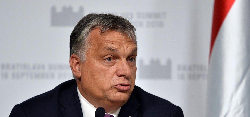 Maďarský premiér Viktor Orbán vzbuzuje svými činy i výroky ohledně migrantů v Evropě kontroverzi.
