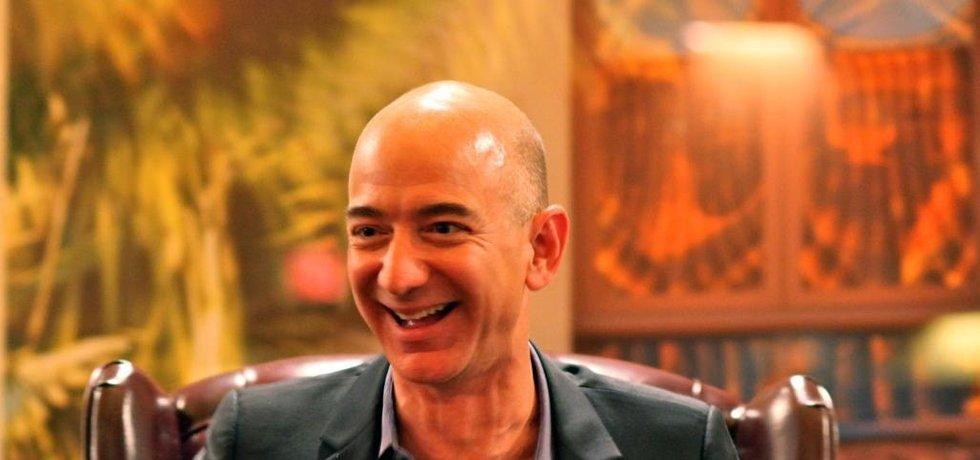 Jeff Bezos a jeho ikonický smích (Autor: Steve Jurvetson, CC BY 2.0, Flickr)