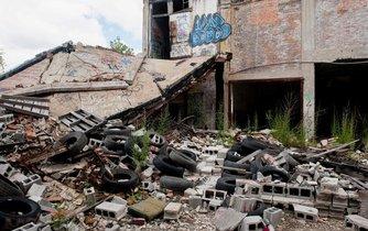 Ruiny v sociálně vyloučené lokalitě amerického Detroitu. Dřívější centrum amerického automobilového průmyslu doplatilo na ekonomické turbulence.
