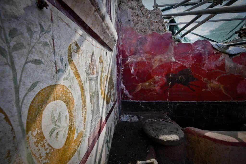 Kouzelná zahrada v Pompejích - Archeologové stále přicházejí s novými nálezy z ruin Pompejí, které byly objeveny už v šestnáctém století. Nejnovějším úlovkem je tzv. očarovaná zahrada, dekorovaná malbami zvířat.