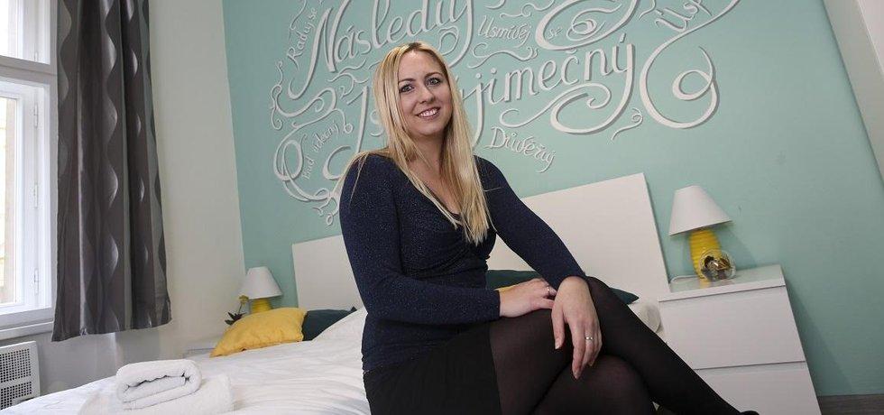 Jako v rodinném hotelu. Jana Komínová začala vydělávat na Airbnb jako jedna z prvních v Praze. Klíčem ke spokojené klientele je podle ní kombinace profesionálních služeb a domácího prostředí.