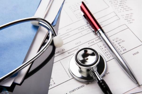 výdaje na zdravotnictví, stetoskop, pero, dokumentace,