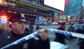 Policie zajišťuje místo činu po explozi v centru Manhattanu