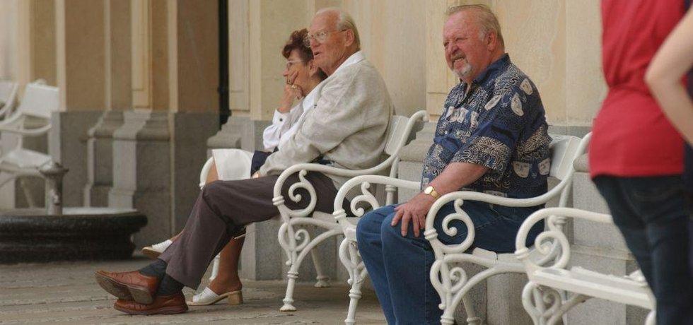 Důchodci - ilustrační foto