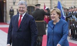 Ukrajinský prezident Petro Porošeko s Angelou Merkelovou