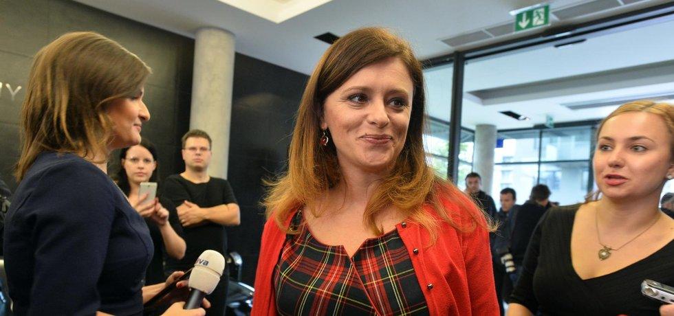 Krajské volby ve Středočeském kraji vyhrálo hnutí ANO před STAN. Lídryně ANO v kraji Jaroslava Pokorná Jermanová má důvod slavit.