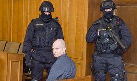 Obžalovaný Pavel Šrytr v soudní síni.