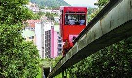 Lanovka mezi budovami smíchovského hotelu letos končí