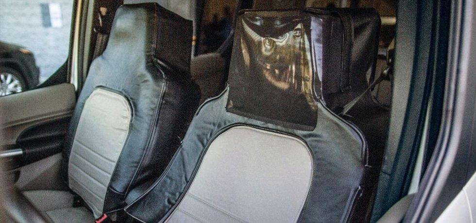 Řidič převlečený za sedadlo