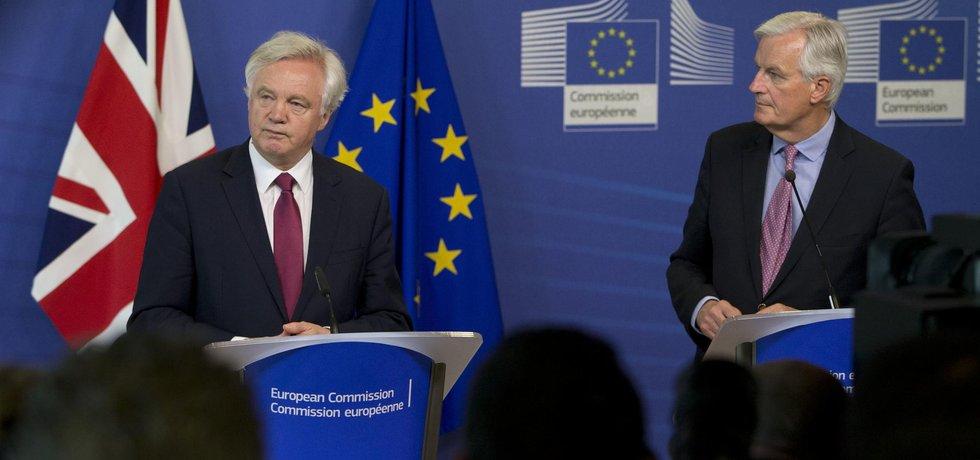 Michel Barnier a David Davis na začátku vyjednávání