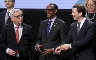 Předseda EK  Jeana-Claude Juncker. rwandský prezident a současný předseda Africké unie Paul Kagame a rakouský kancléř Sebastian Kurz